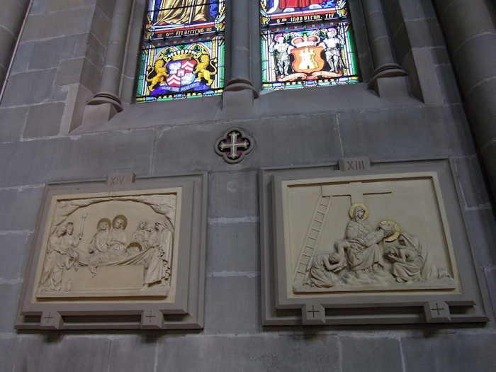 """— Stations XIII et XIV du """"chemin de croix"""": Basilique Notre-Dame — Genève —"""