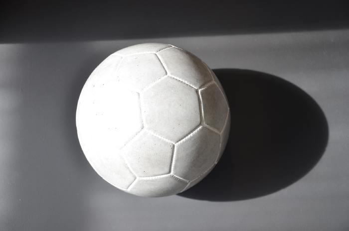 — Ballon de Football exposé — Marseille Capitale Européenne de la culture —