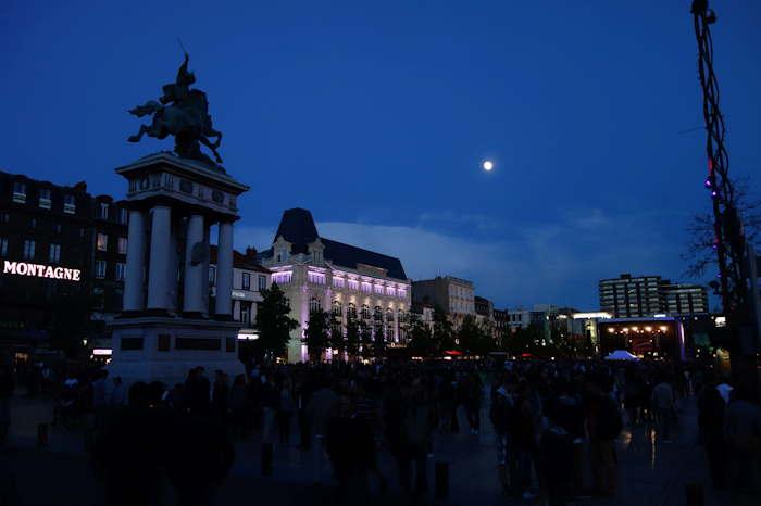 Place de Jaude, au soir du 21 Juin, jour de fête de la musique