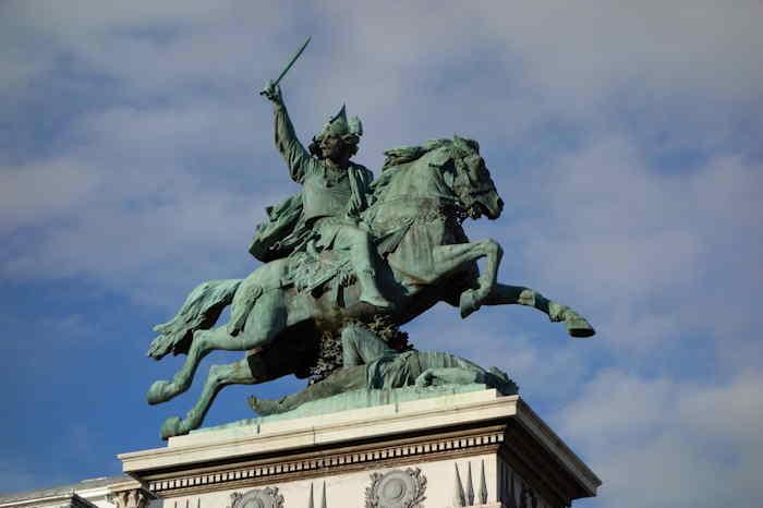 — statue de Vercingétorix - Place de Jaude — Clermont-Ferrand —