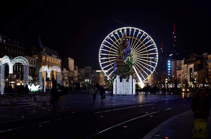 — Grande Roue et sapin de Noël sur la Place de Jaude — Clermont-Ferrand —