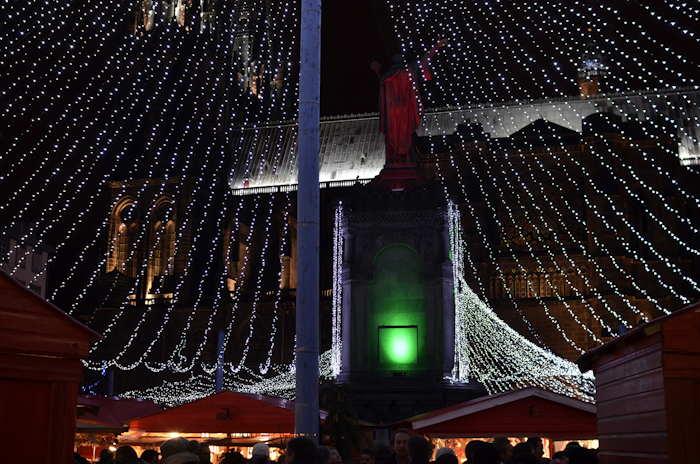 — Marché de Noël sur la Place de la cathédrale — Clermont-Ferrand —