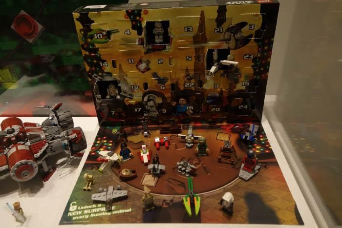 "— Calendrier de l'Avent Lego version ""Star Wars"" en vitrine —"