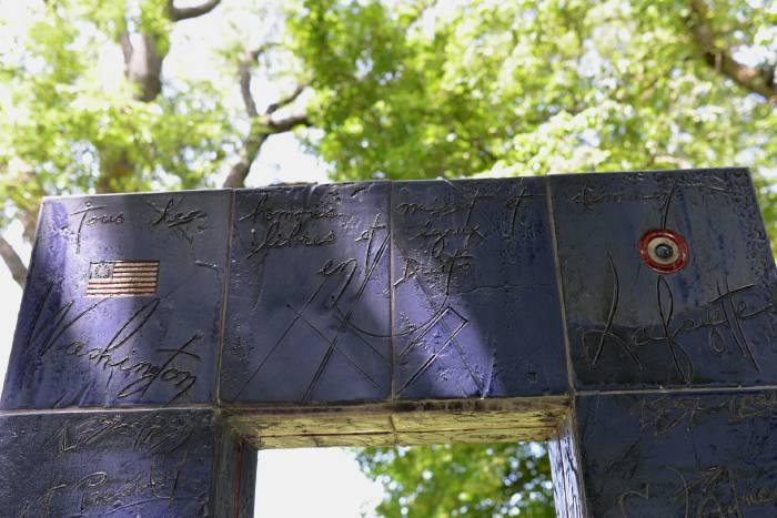 """— Monument """"arche"""" Washington-La Fayette - Chavaniac-Lafayette (43) —"""