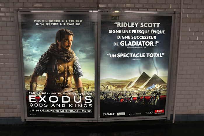 — Panneau publicitaire Film Exodus de R. Scott dans le métro — Paris —