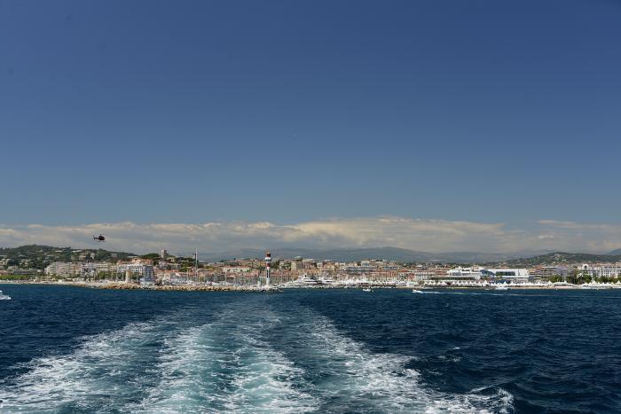 — Hélicoptère Navette en approche de l'héliport - Cannes —