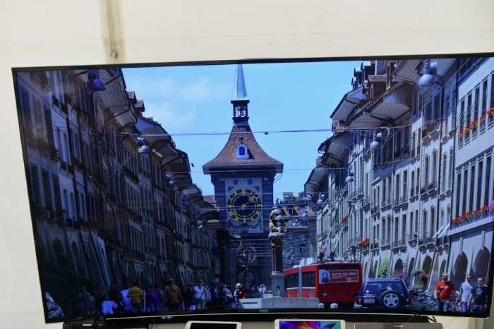 — Expo matériel photo - Ecran Samsung — Berne —