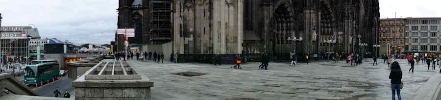 — Vue panoramique de l'esplanade de la cathédrale de jour - Cologne —