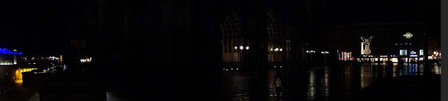 — Vue panoramique de l'esplanade de la cathédrale de nuit - Cologne —