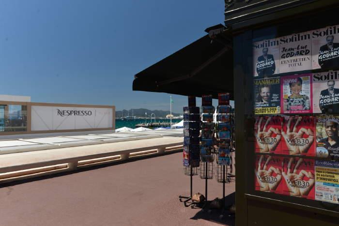 — Kiosque à journaux — Festival de Cannes — Cannes —