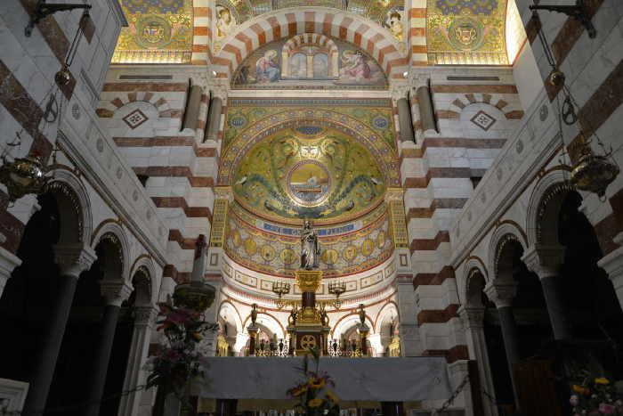 """— Statue de la """"Sainte Vierge"""" Marie sur le maître-autel — Basilique de Notre-Dame-de-la-Garde — Marseille —"""