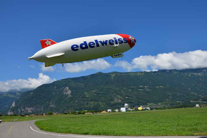 "— L'""Edelweiss"" au décollage sur le terrain d'aviation — Interlaken (CH) —"