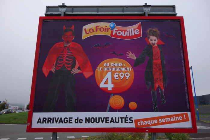 "— Affiche enseigne Foirfouille ""fête"" d'Halloween —"