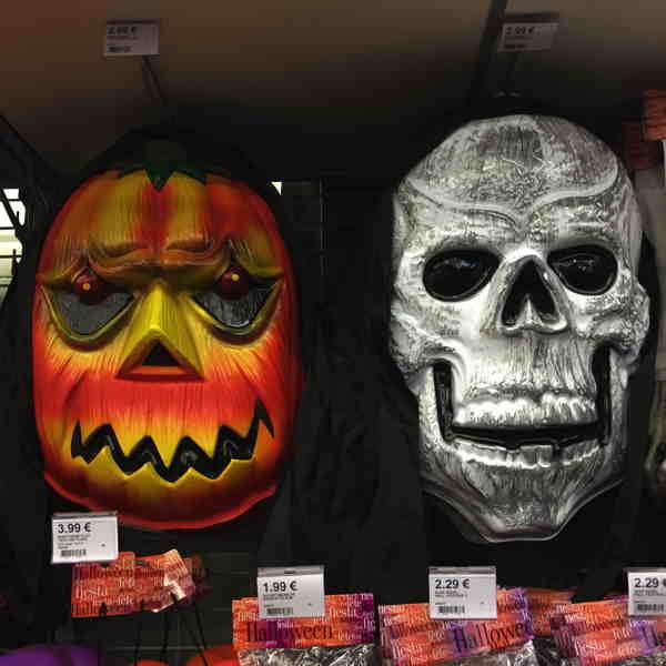 """— Rayons dédiés à la """"fête"""" d'Halloween —"""