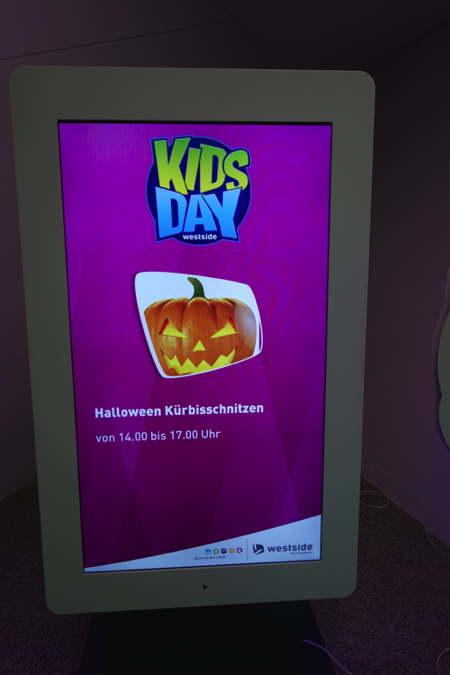 """""""Kids Day"""" ou """"Jour des enfants""""  — Centre Commercial Westside — Bern/Berne —"""