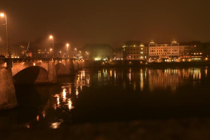 """Le """"Mittlere Brücke"""" et l'hôtel des """"trois rois"""" — Bâle/Basel"""
