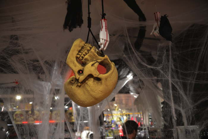 Articles Halloween en grand magasin — Bâle/Basel