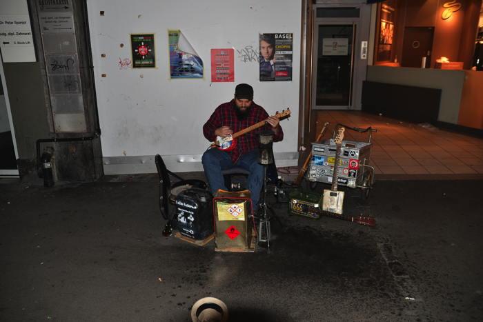— Musicien de rue — Bâle/Basel —