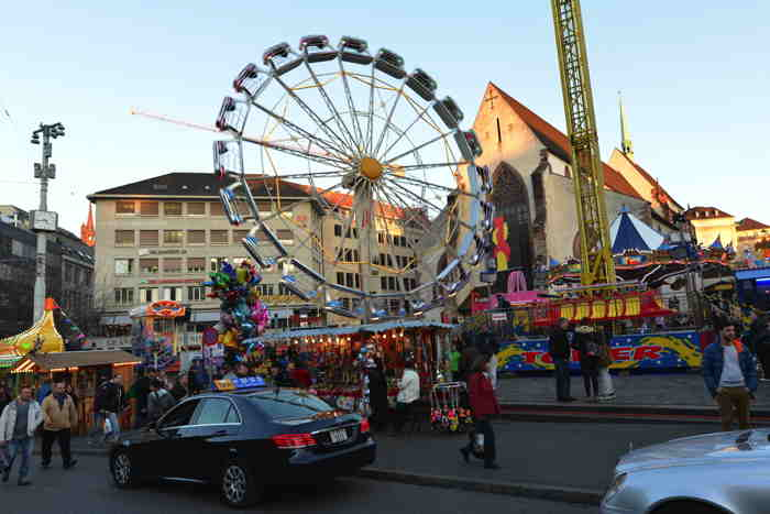 Attractions foraines sur la BarfüsserPlatz — Bâle/Basel
