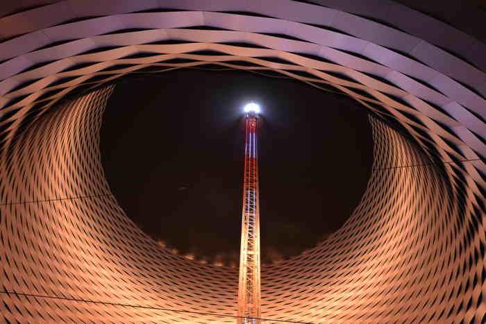 Swiss Tower sur le site de la Foire/Messe commerciale — Bâle/Basel