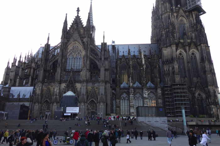 — Haute Église Cathédrale Saint-Pierre et Sainte-Marie (en allemand: Kölner Dom) — Cologne —