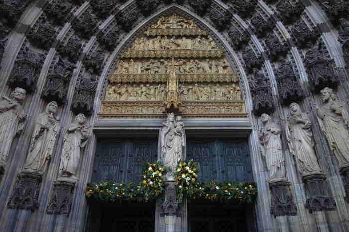 — Cathédrale Saint-Pierre et Sainte-Marie (en allemand: Kölner Dom) — Cologne —