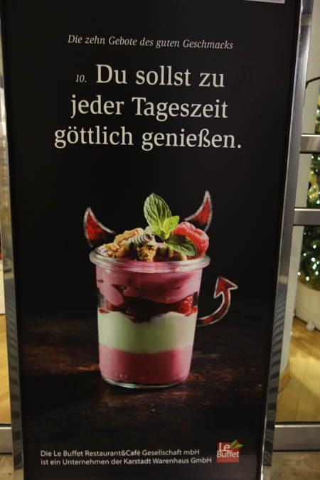 — Publicité au Karstadt — Cologne —