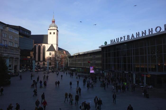 — Eglise de l'Assomption de Marie (Maria Hillelfahrt) vue depuis la gare — Cologne —