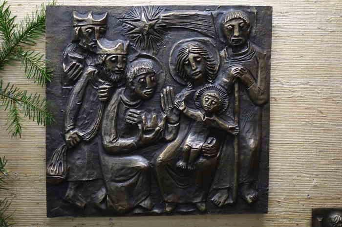 — Nativité en bas-relief dans une boutique spécialisée dans l'art religieux — Cologne —