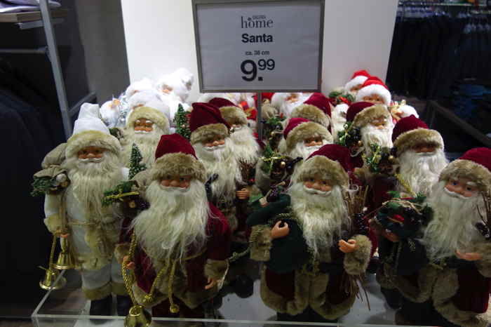 — Lot de Santas au Kaufhoff — Cologne —