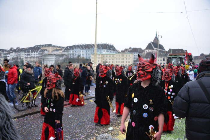 — Défilé sur le Mittlere Brücke — Carnaval — Bâle/Basel —