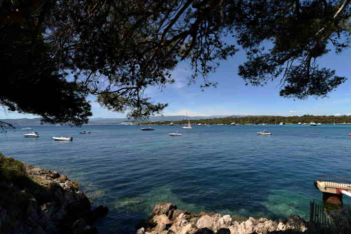 Ile de Ste Marguerite vue depuis l'île de St Honorat — Ile St Honorat — Lérins/Cannes