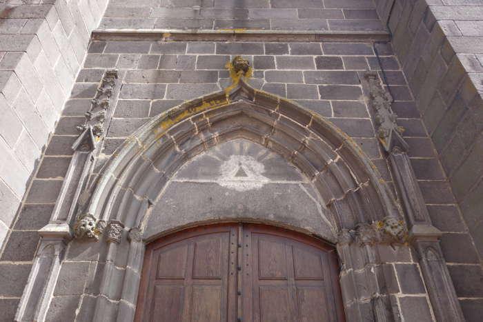— Portail de l'église Notre-Dame - Maringues —