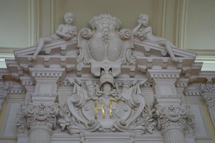 — Ecusson RF — Mairie — Clermont-Ferrand —