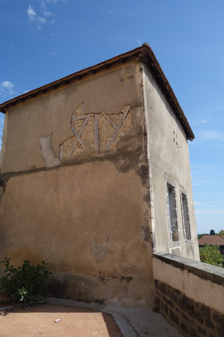 — Tour près de l'église Notre-Dame - Maringues —
