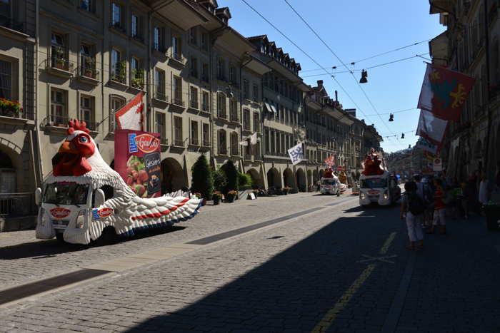— Tour de France sur la Kramgasse devant l'ancien domicile Bernois d'A. Einstein — Berne/Bern —
