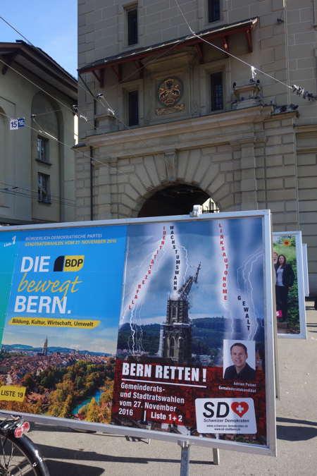 — Affichage électoral devant la tour de la prison sur la Place des ours — Bern/Berne —