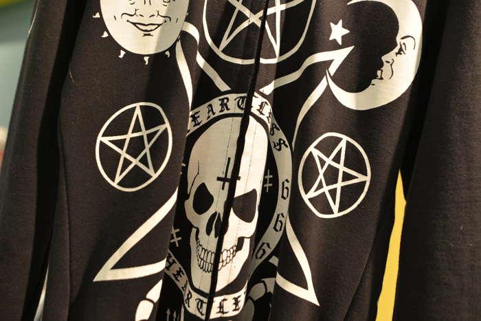 — T-shirt satanique - Métro boutique - Bâle —
