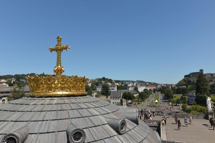 Dôme et couronne de la Basilique Notre-Dame-du-Rosaire — Lourdes
