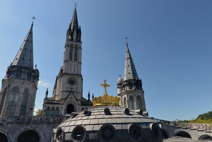 — Dôme et couronne de la Basilique Notre-Dame-du-Rosaire — Lourdes —