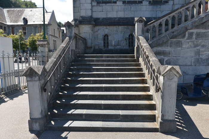 Marches d'accès à la Basilique de l'Immaculée-Conception — Lourdes