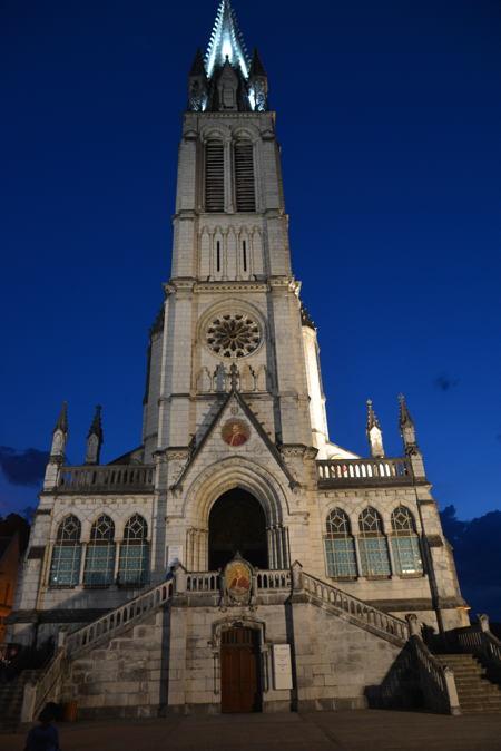 Basilique de l'Immaculée-Conception denuit — Lourdes