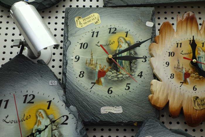Horloge vendue en magasin — Lourdes