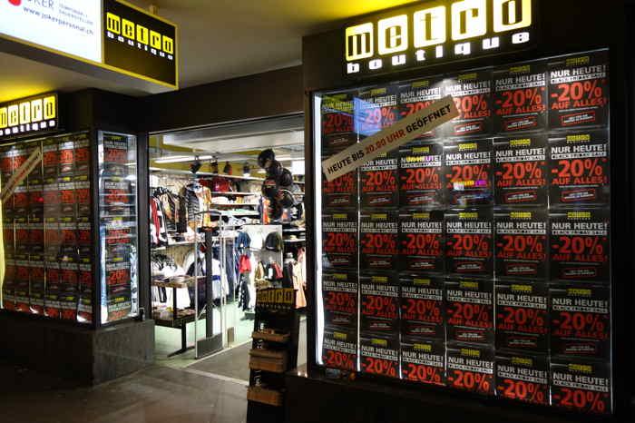 — Vitrine Metro Black Friday — Marktgasse — Bern/Berne —