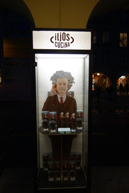 — Vitrine d'arcade — Kramgasse — Bern/Berne —