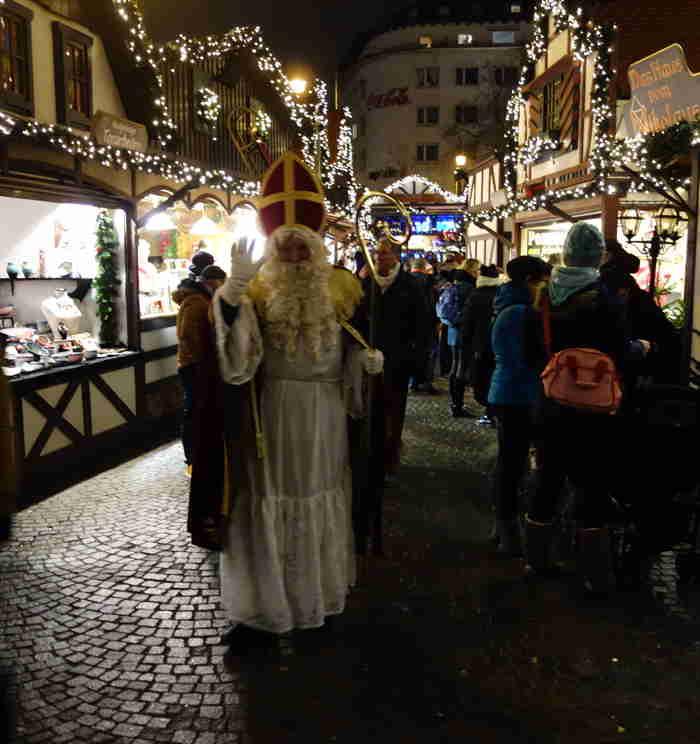 St Nicolas... sur un marché de Noël — Cologne