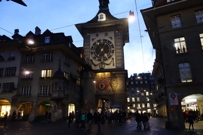 — Tour de l'horloge vue depuis la Kramgasse — Bern/Berne —