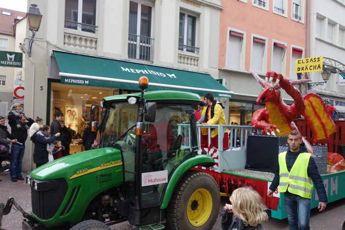 Carnaval: dragon sur un char — Mülhouse