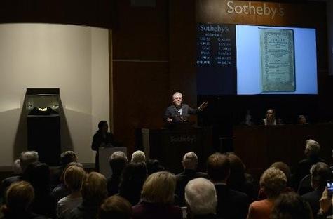 """Un exemplaire du """"Bay Psalm Book"""" (""""livre de Psaumes""""-1640), vendu aux enchères à 14 millions de dollars"""
