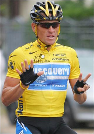 Lance Armstrong affichant ses sept victoires